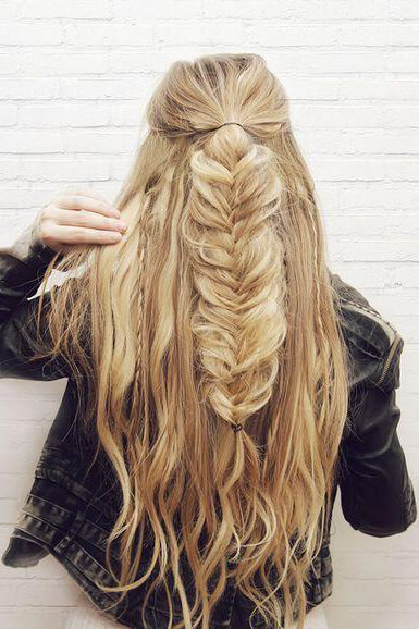 Girl with a half-up fishtail hairstyle. She looks beachy yet, chic with this cool girl style.
