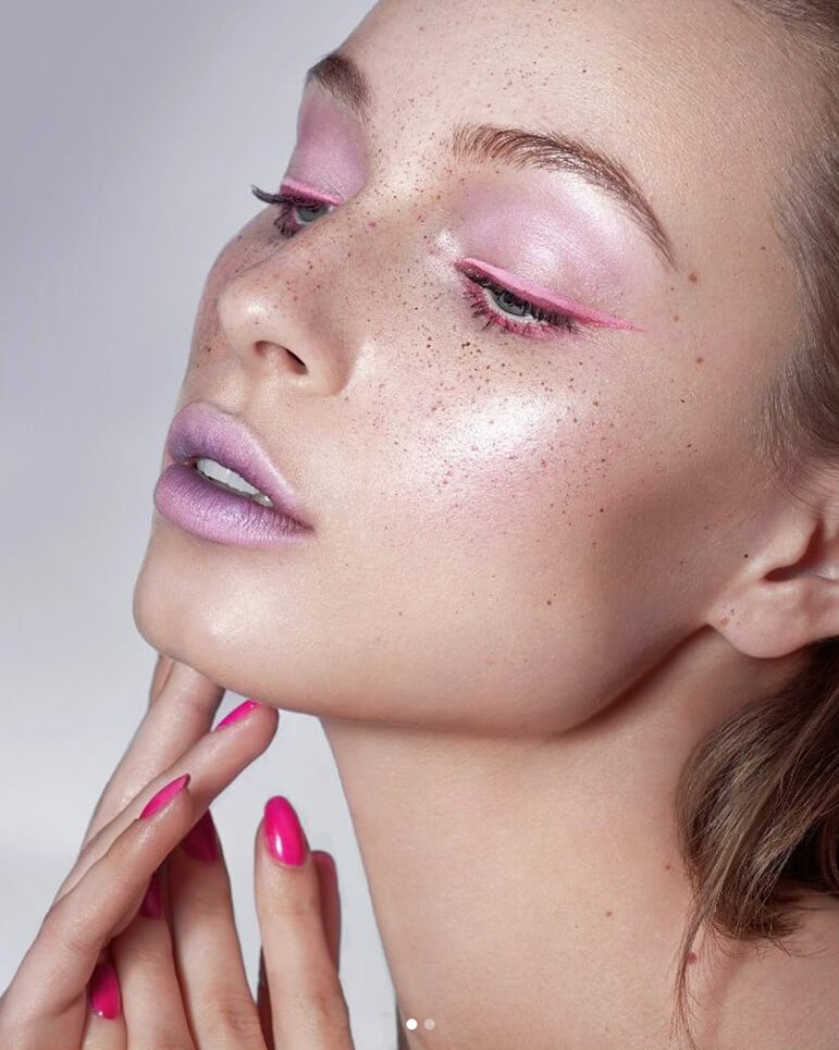 This all pink look with natural freckles is really something!