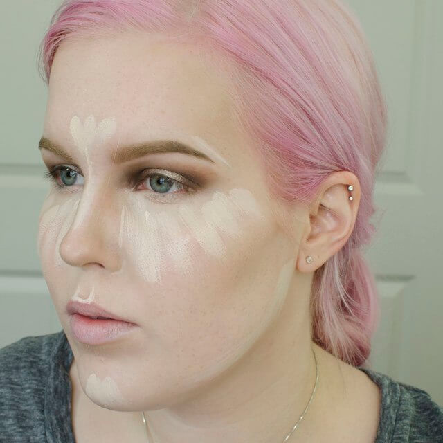 This makeup artist shows us her highlight unblended