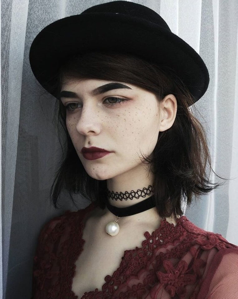 This grungy look with freckles isn't for the weak of heart, but it sure is lovely!