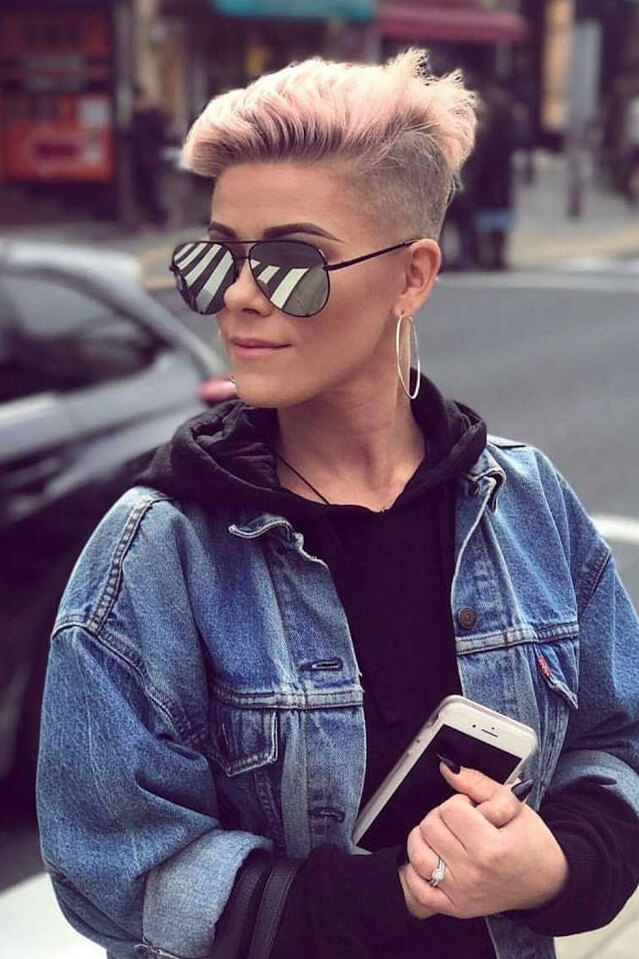 A subtle undercut like this one looks very chic!