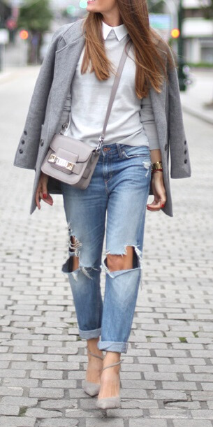 Small details like a collar turned over a high-neck sweater can make all the difference to an outfit. Add this preppy touch to boyfriend jeans and a gray coat for superb style this season.