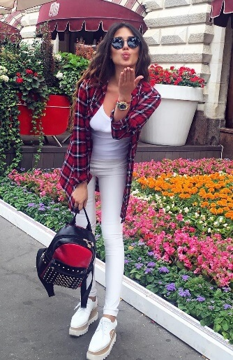 Make tartan print the focal point of your ensemble. Wear an open plaid shirt over a backdrop of pure white skinny jeans and an easy vest. For a sporty twist, platform sneakers are cool and modern.