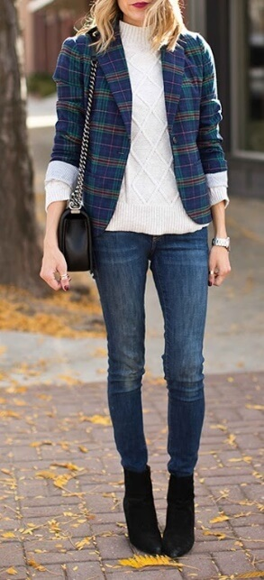 Chic and elegant, this outfit makes use of classic basics to create a sophisticated effect. A plaid blazer in blue and green tones is an unexpected old-world touch.