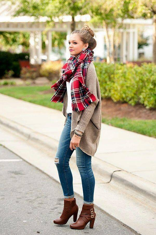 For a classic fall look, pair your rolled up jeans with booties and a slouchy, oversized cardigan.