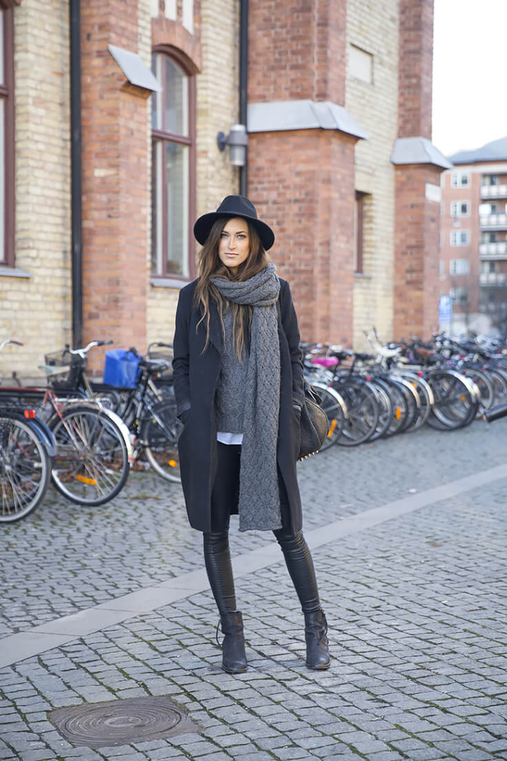 This monochromatic black and grey look with a long coat and a knit scarf is super chic!