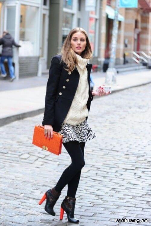 Don't shy away from wearing an animal print skirt during fall. Pair yours with a chunky knit top, a black jacket, and black booties. Add a bright orange clutch and voila!