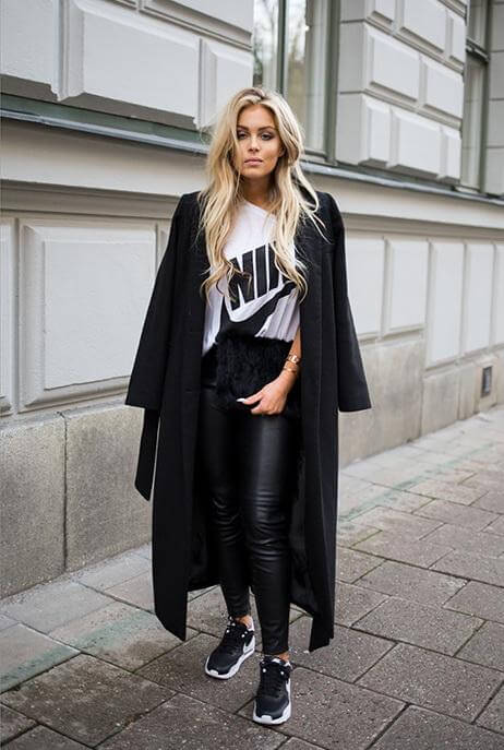 A sporty tee with sneakers and leggings? Yes, please! Add a long jacket to look really sharp.