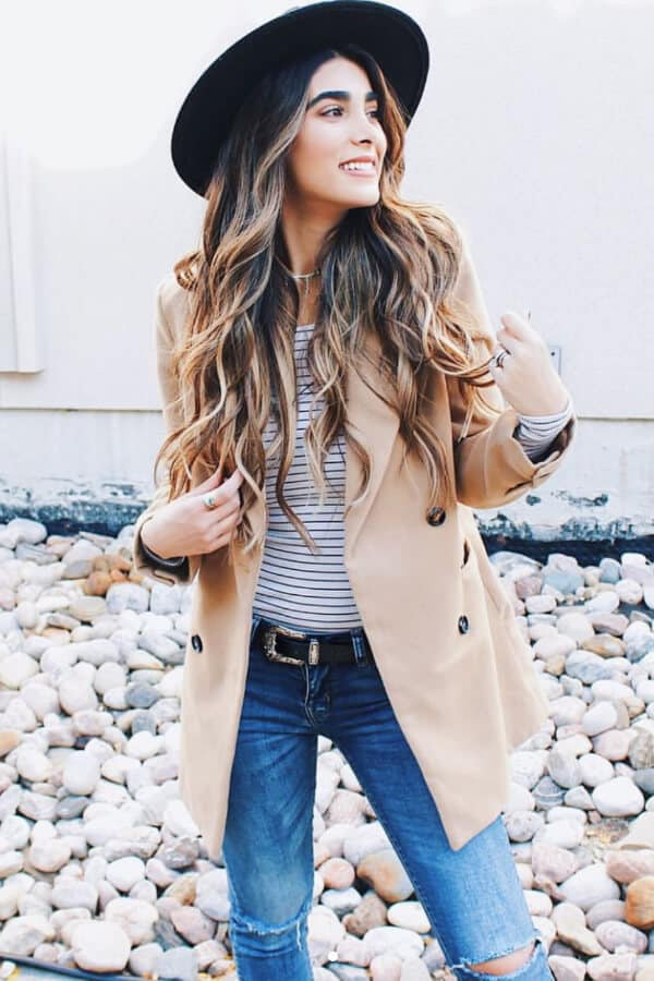 A black wide-brimmed hat not only emphasizes beautiful curly hair but is also a splendid addition to a winter wardrobe