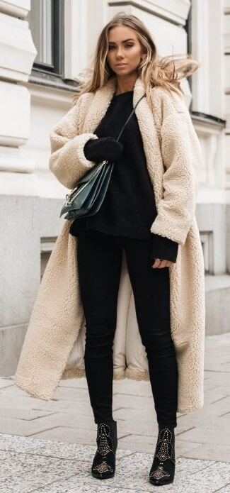 Here is a cozy look that is as equally cozy as it is edgy: a base of urban black basics wrapped up in an ankle-length fleecy teddy coat.