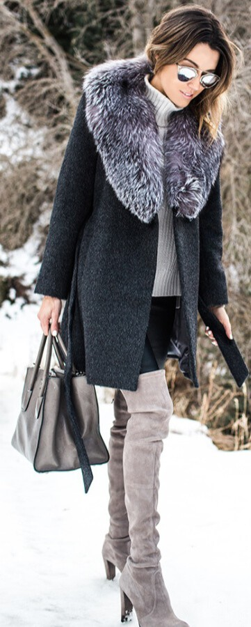 No other season lets you style your clothing this stylishly. Combine shades of dark gray, mauve and purple into the sleekest snow-worthy ensemble.