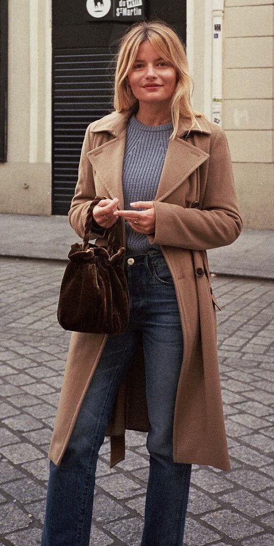 Casual winter dressing needn't be complicated. Just throw on your high-waisted jeans, a ribbed woolen sweater and your favorite camel trench coat.