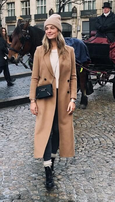 Your camel trench coat will fast become your winter go-to staple item, seen here with black skinny jeans and lace-up black boots.