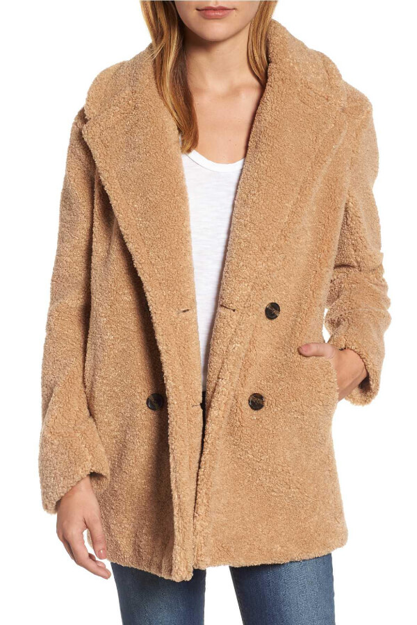 Be warm, snuggly, and oh-so-fashionable in this faux fur coat. The best part is that it looks gorgeous with any outfit!