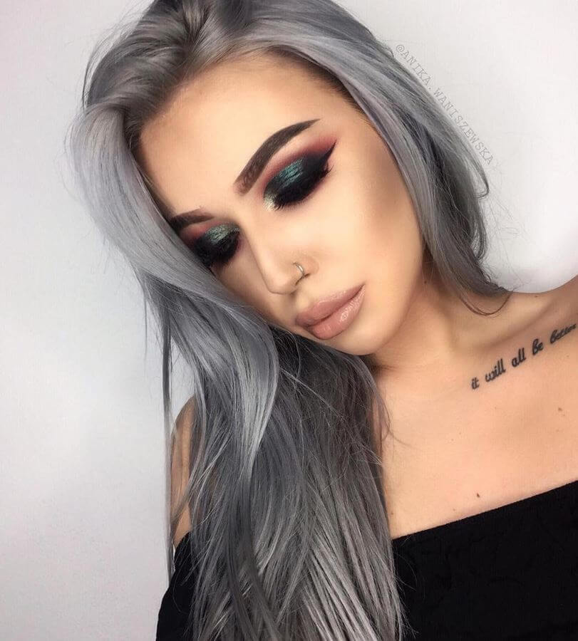 For a mysteriously dark but sexy vibe, try this look.
