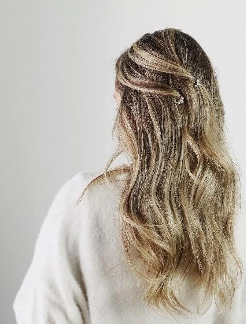 These brown and blonde highlights are beautifully shown off thanks to dainty hair clips