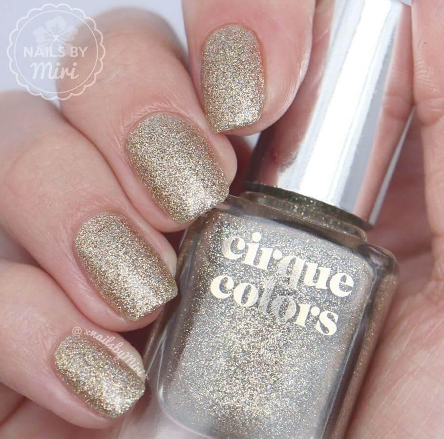 You can't go wrong with glitter nails!