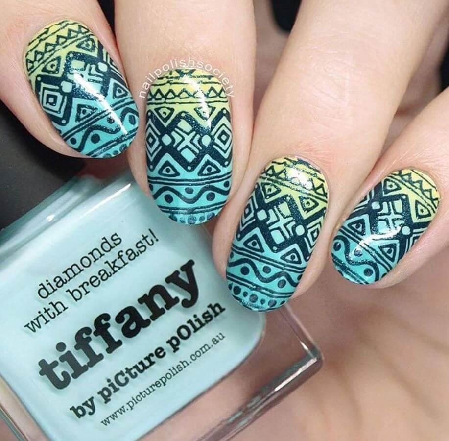 This is a beautiful pattern for both your nails and Easter eggs!