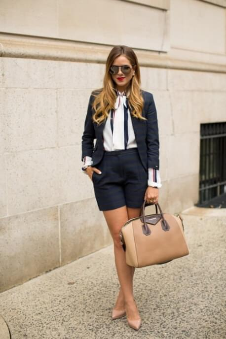 High-waisted shorts, a matching fitted blazer plus braces over a button-down shirt - this is tomboy chic at its finest!