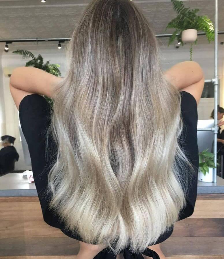 Ash blonde looks excellent on healthy and well-conditioned hair