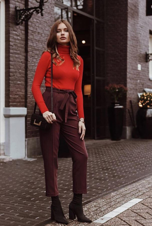 It's not yet time to say goodbye to your turtleneck tops. This look is ideal for those chilly evenings you may experience during early summer.