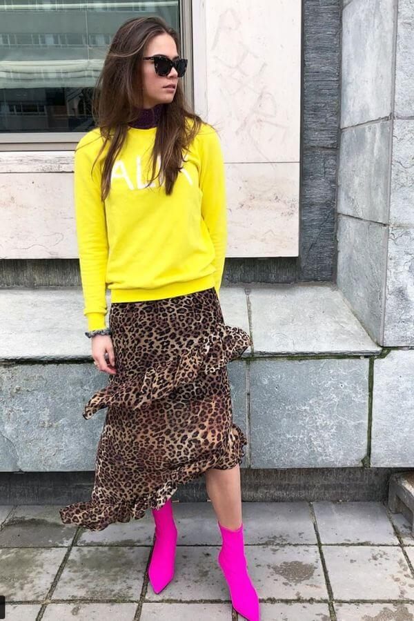 This look is not for the faint of heart but it sure is fun! We love the neon top with the animal print and those hot pink shoes!