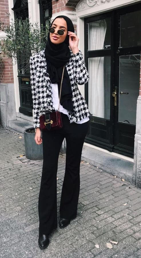 This monochromatic look complete with a houndstooth jacket is all kinds of #goals!