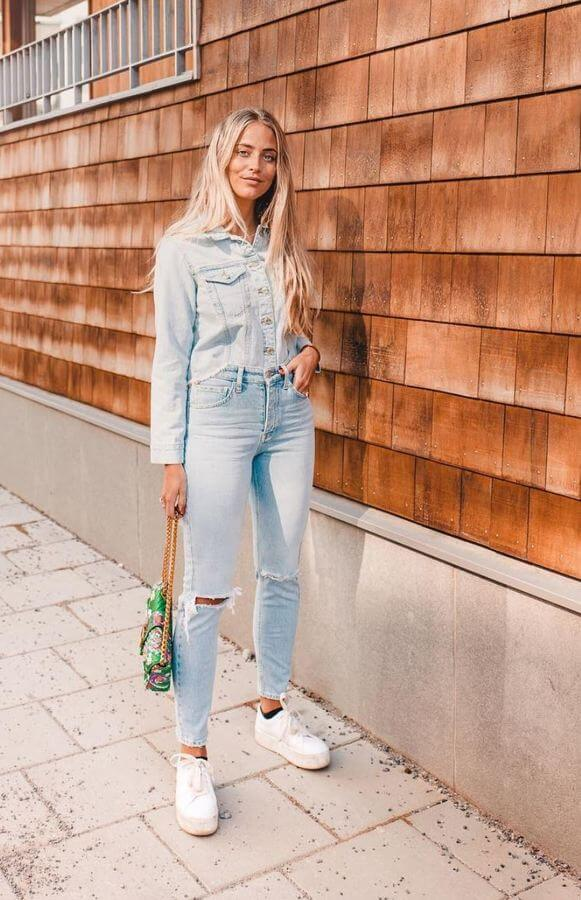 Denim on denim look is super cute and comfy. Complete the ensemble with white sneakers.