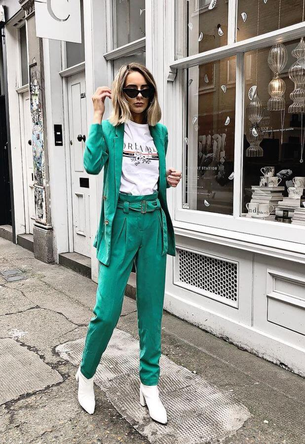 This gorgeous teal suit paired with a simple tee is giving us life!