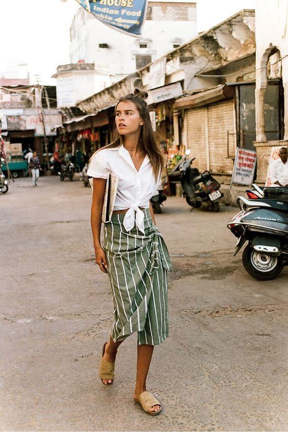 Green skirt with white stripes has wrapped cut. If you ask us, we will wear it like this girl - with white cropped top and beige mules. #summerstyle #summerfashion