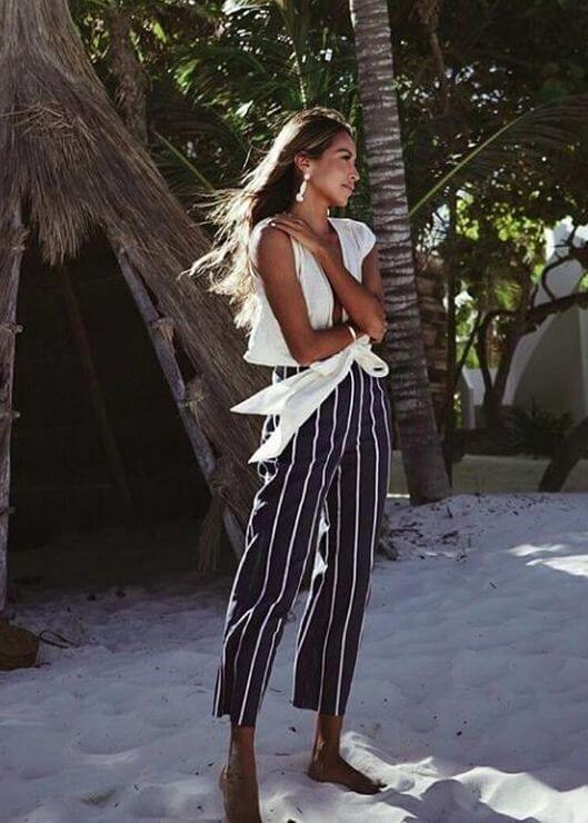 Wide leg pants are the only pants that you should wear in the hot summer season. These navy-blue striped are sailor inspired and perfect. #summerstyle #summerfashion