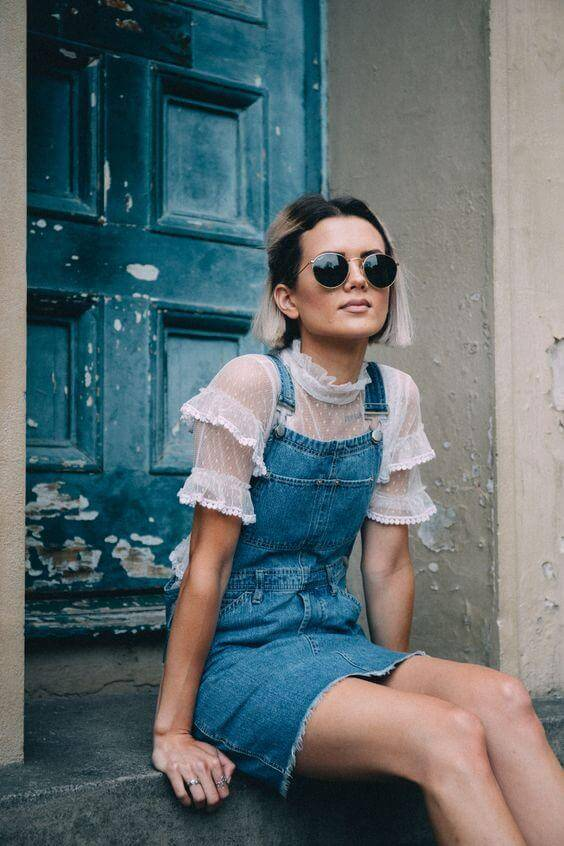 Overalls were the staples of our childhood, right? This dress, in combination with tulle ruffle shirt, looks very romantic and chic. #summerstyle #summerfashion