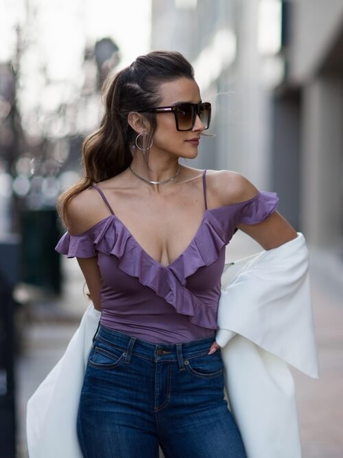 Lilac is the color of the season. This lovely ruffle top is paired with dark jeans, still looking flattering and summerish. #summerstyle #summerfashion