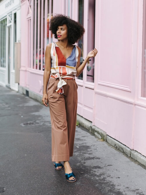 The mix of silk striped sleeveless top and beige chino pants is amazing for summer. You will have polished, office look in less than 10 minutes. #summerstyle #summerfashion