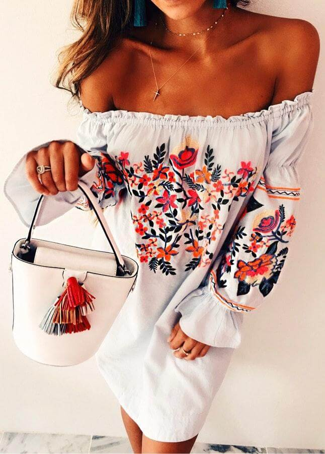 Embroidered skirts, dresses or jeans are perfect for every season. However, wearing embroidery in summer will be perfect and will highlight all your simple and white dresses. #summerstyle #summerfashion