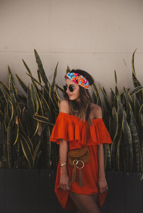 Red off the shoulder dress combined with brown details is more than beautiful. You can also go with some hair accessory - colorful scarf around your head will look chic and fancy. #summerstyle #summerfashion