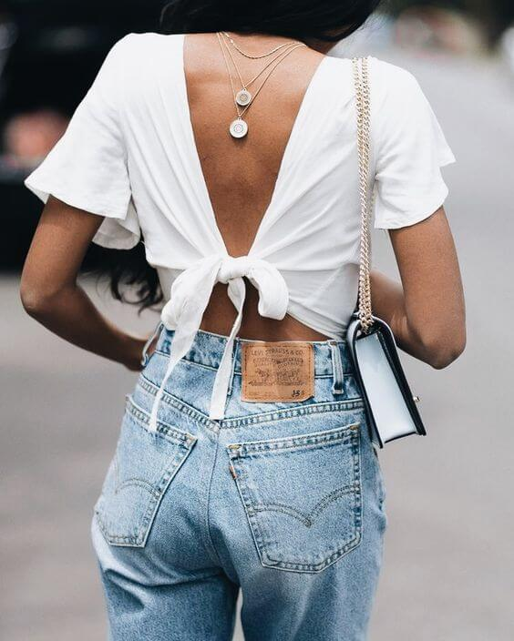 Knot back is something different of everything we have seen. Also, as you can see, this girl has left her jewelry back. #summerstyle #summerfashion