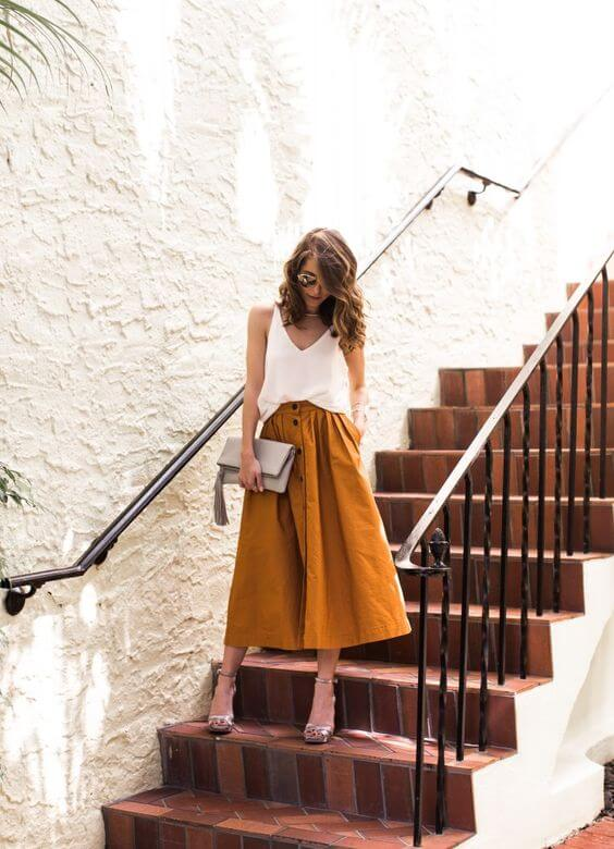 A-line button-down skirt in mustard shade works perfectly with white v-neck tank top. #summerstyle #summerfashion
