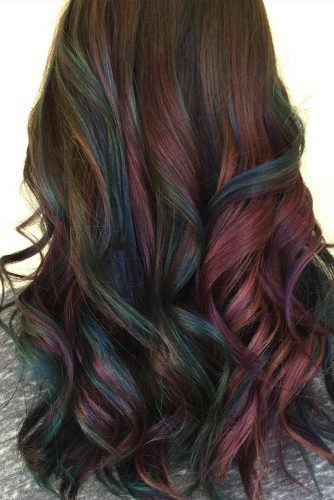 This look takes on a rainbow-inspired finish by incorporating different deep complementary shades, such as blues, greens, and purples.