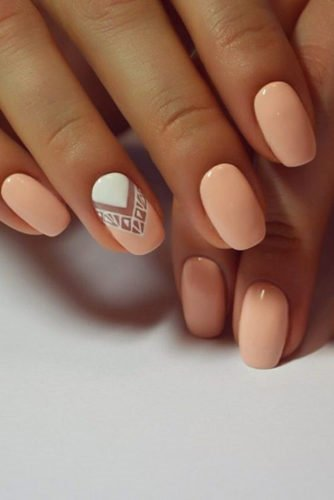 Utilizing a nude pink base, this simple, yet elegant nail art can be appropriate for all types of occasions during summertime.