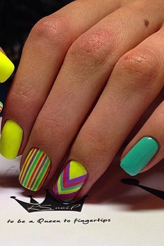 This unique nail design practically screams tropical with its bright yellow and turquoise base.