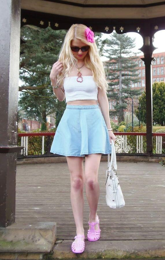 A skater skirt will for sure be the first option when it comes to a hot summer day with nothing to do. Mix and match pastels to make things more exciting and fun. How about light blue and baby pink?