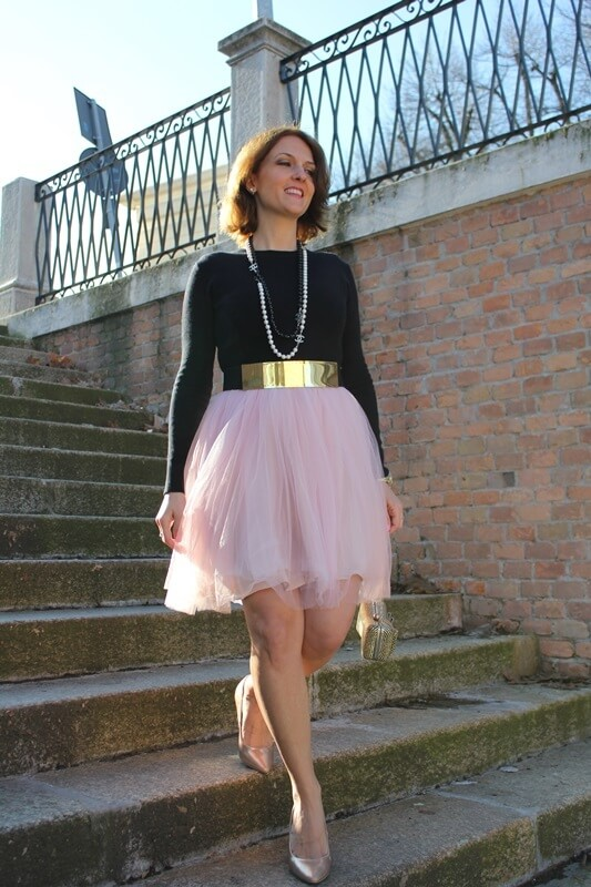 Tulle skirts, as Carrie Bradshaw proved many times are not hard to wear, in fact, the trick is to pair them with a casual item- a t-shirt, plain black shirt. For a Parisian look, make sure you add the pearls.