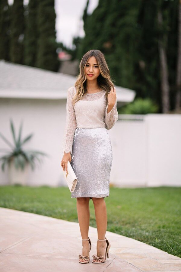 For a special occasion, a skirt is a better investment because you can wear it afterwards. The perfect model is a sequin pencil skirt. Put on some heeled sandals, a lace blouse and dance the night away.