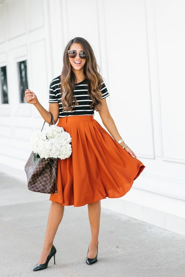 A pair of high heels can make any outfit chic. With a loose A-line skirt and a stripy T-shirt, all you need to add are some black stilettos, for the perfect date look.