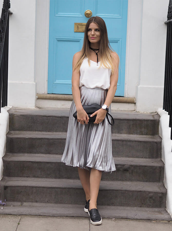 A metallic skirt can never be a bad idea. Pair it with a white tank top and to bring it in the city style all you need to add is a pair of sneakers.