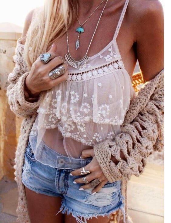 Bohemian jewelry with blue stones is unavoidable for the summer season. Don't be afraid to put a lot of rings, necklaces and bracelets. #sheertop #summeroutfit