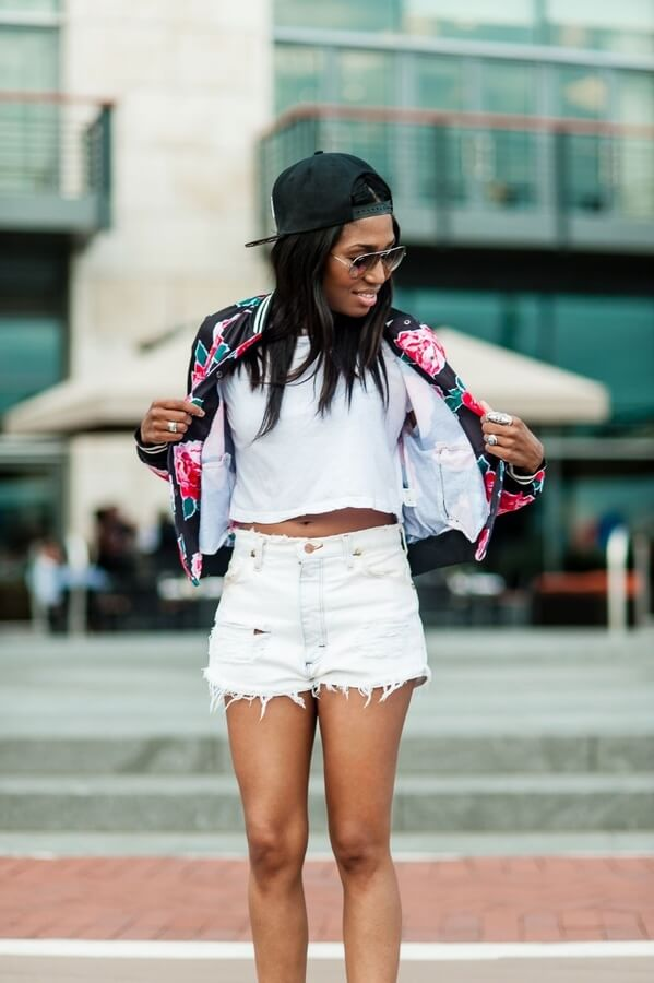 People mistake florals for being to old-ladylike – this girl next door proves the opposite! #floraljacket #jacket #springfashion
