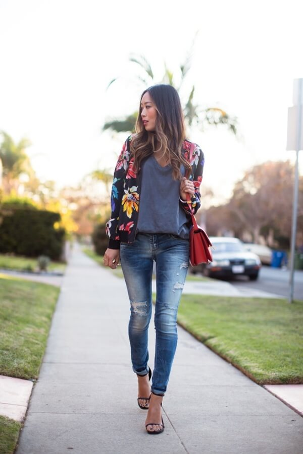 The top-notch blogger nails the glam meetup of highlight-worthy sandals and messenger bag with our floral bomber #floraljacket #jacket #springfashion