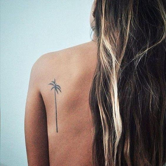 Delicate and minimal tattoos are our favorites for summertime. If you are into them too, check out this lovely palm tree on the back of the shoulder. #summertattoo #minitattoo #minimalisttattoo